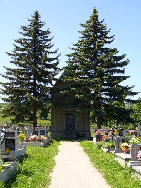 Kaplica na cmentarzu - kliknij żeby powiększyć