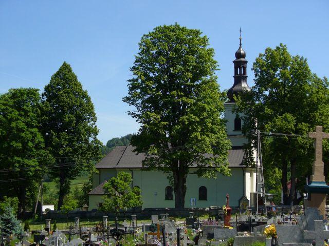 Kościół od strony cmentarza - kliknij żeby powiększyć