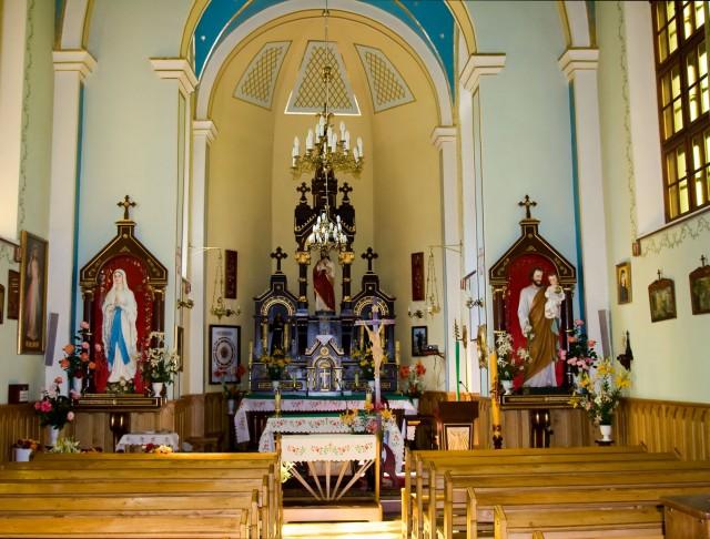 Wnętrze kaplicy - kliknij żeby powiększyć