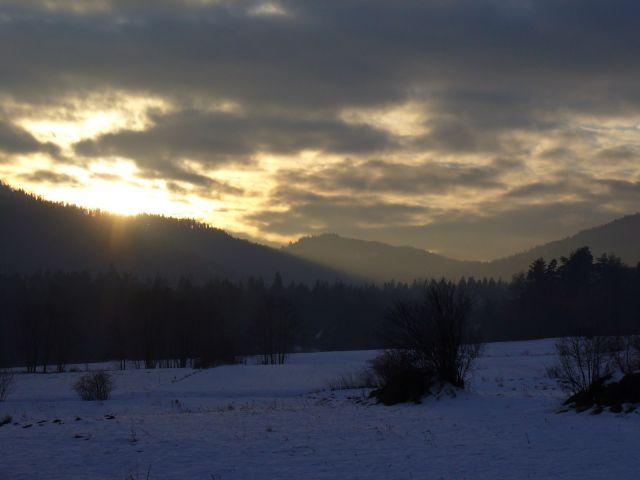 Zimowy zachód słońca - kliknij żeby powiększyć